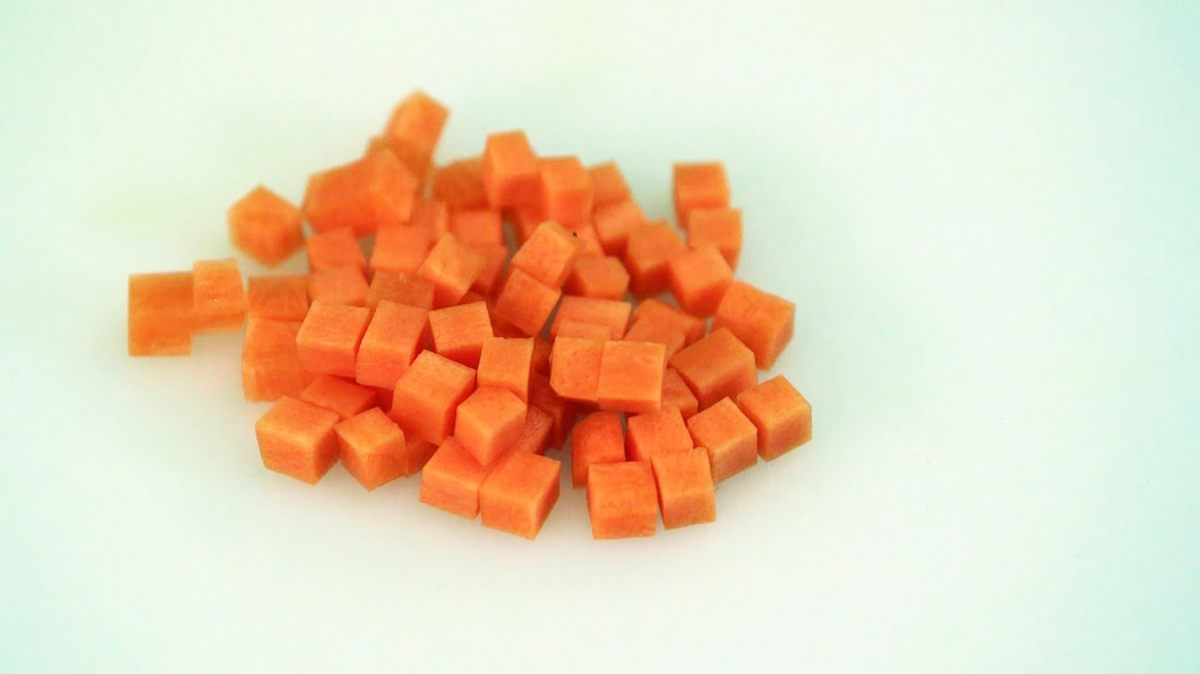 Cut a carrot into brunoise