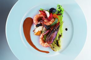 Mediterranean King Prawns with Sautéed Vegetables and a Crispy Salad