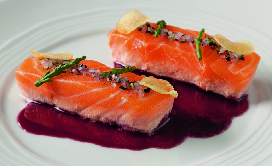 Salmon red wine béarnaise