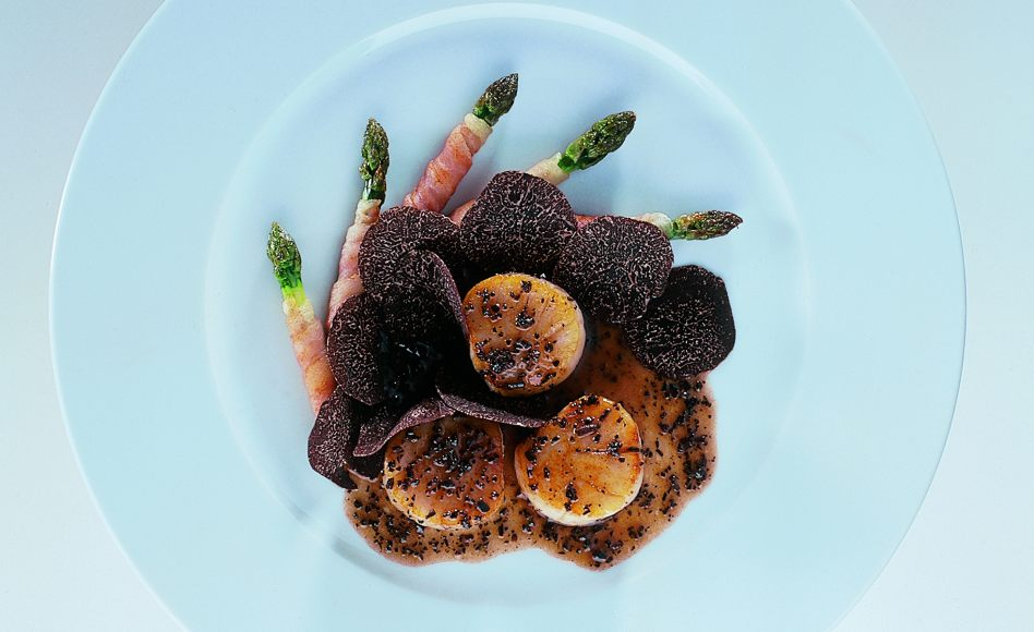 Roasted Scallops with Asparagus and Black Truffle