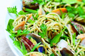 Whole Wheat Spaghetti with Clams and Herbed Marinière