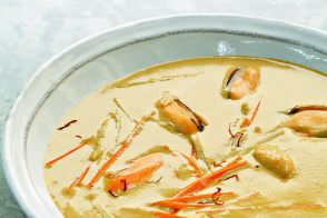 Creamy Mussel Soup with Saffron