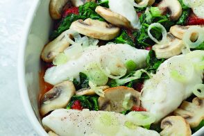 Fillets of sole with tomatoes and mushrooms