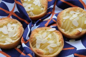 Pear and almonds tarts